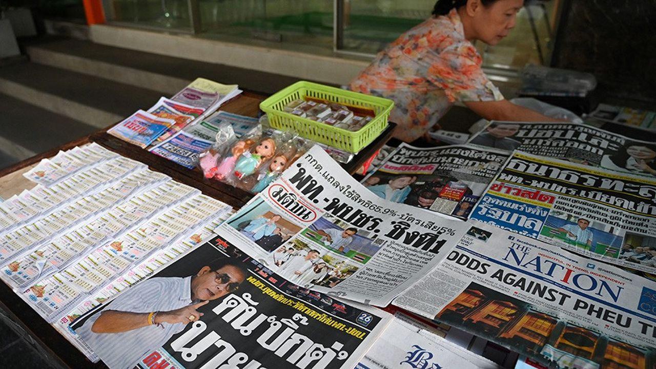 Au lendemain des élections, la Thaïlande s'est réveillée avec des résultats non définitifs qui donnent le parti de la junte en tête, contredisant nettement les sondages préélectoraux.