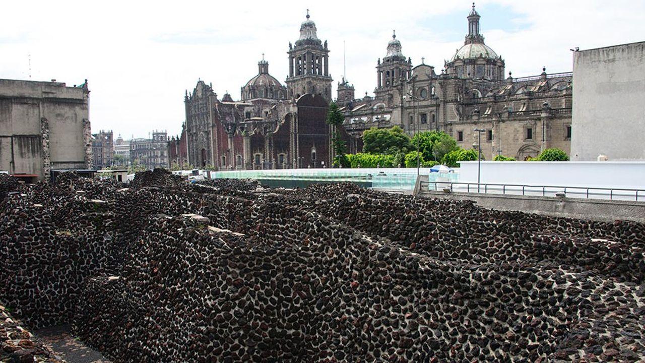 Le Templo Mayor («Grand Temple» en espagnol) était le nom de la grande pyramide à degrés de Tenochtitlan, la capitale des Aztèques qui fut conquise par Cortes en 1521.