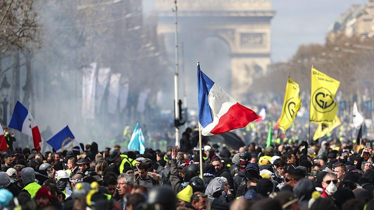 De crainte des violences, les visiteurs évitent les Champs-Elysées le samedi.