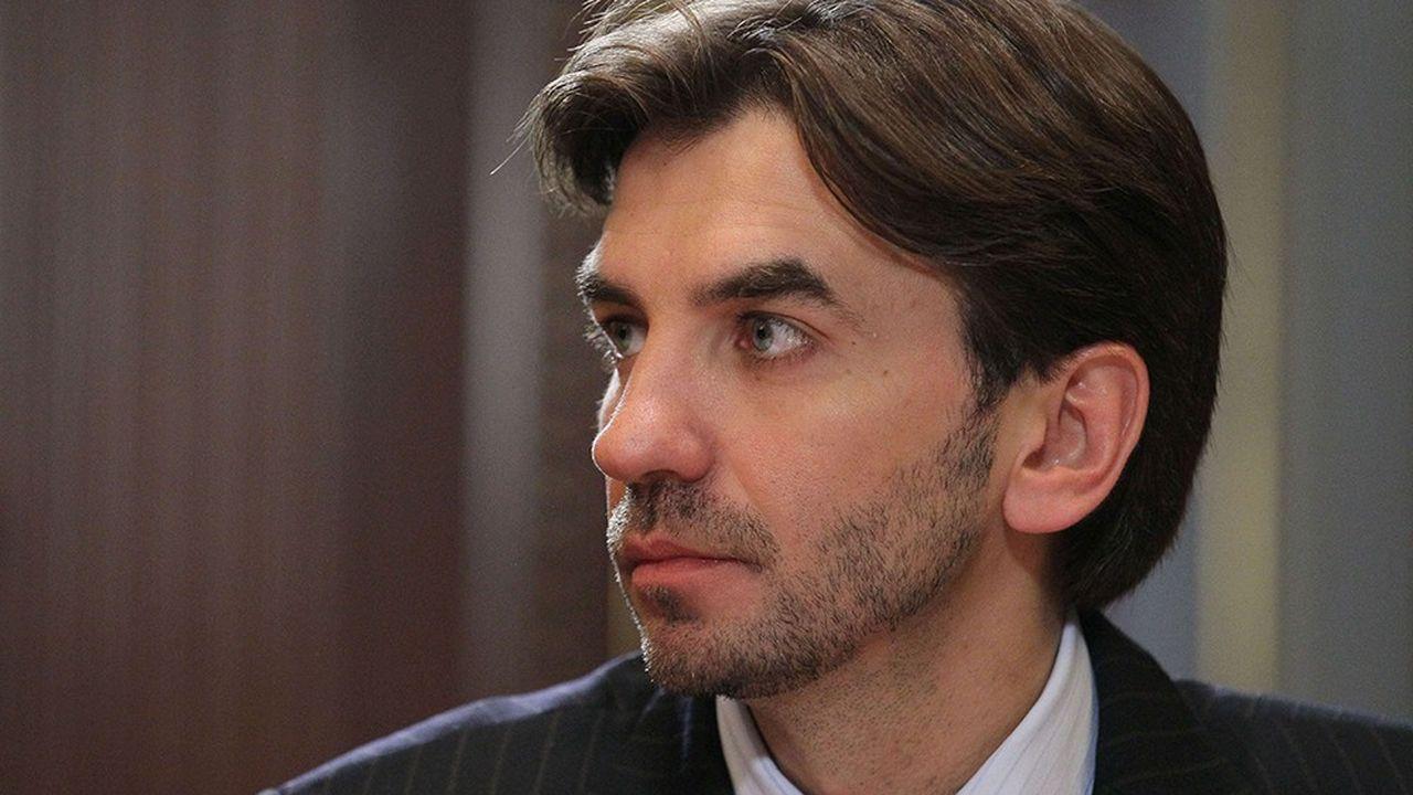 MikhaÏl Abyzov, un ancien ministre proche du Premier ministre Medvedev, a été arrêté à sa descente d'avion à Moscou sous l'accusation de corruption.