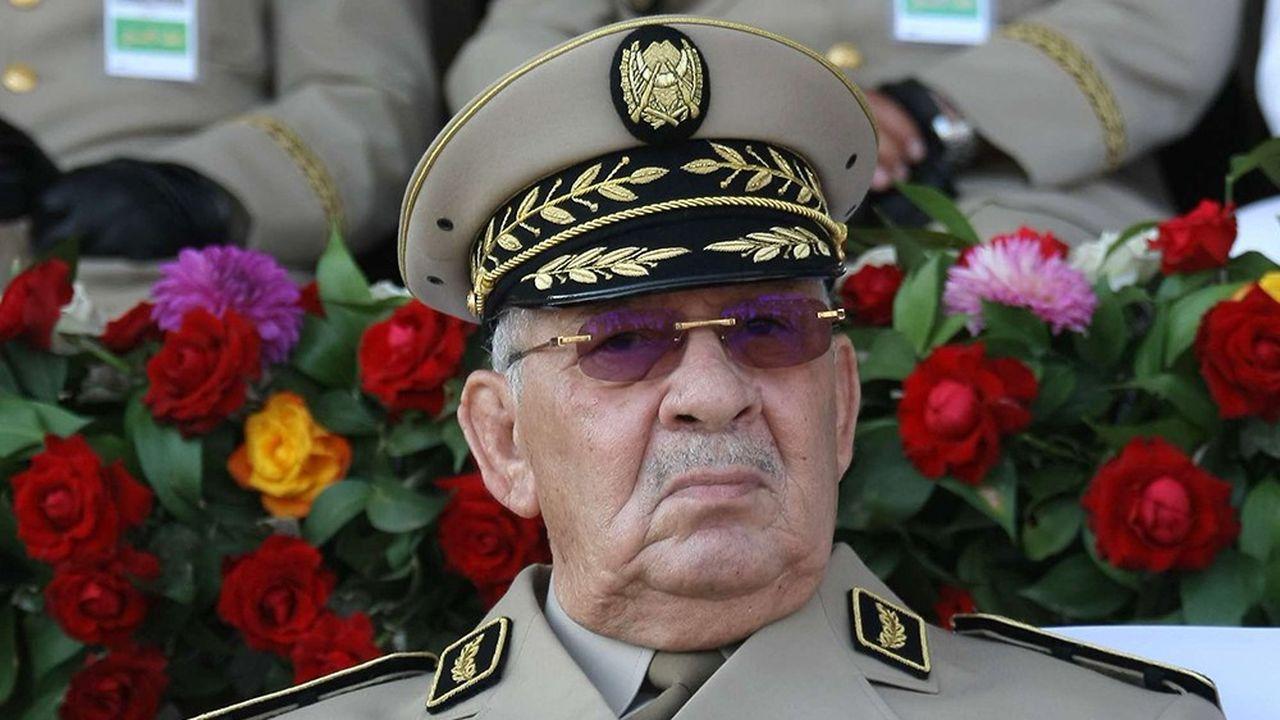Le général Salah, à la tête de l'armée, l'institution la plus respectée en Algérie, a proposé d'écarter du pouvoir le président Abdelaziz Bouteflika.