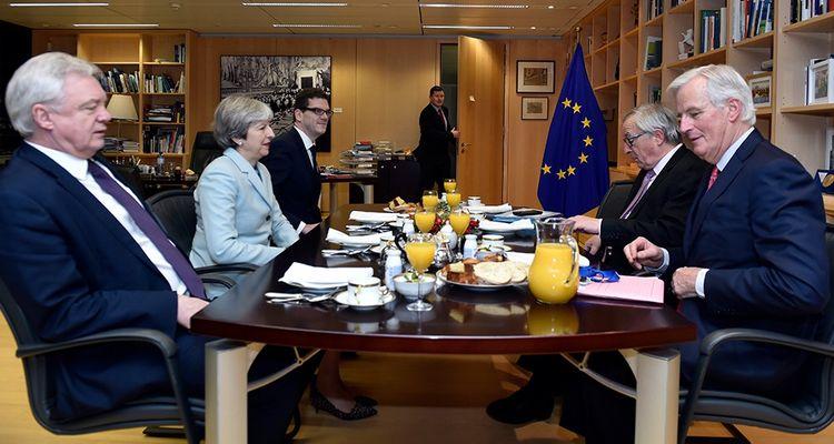 David Davis, Theresa May, Jean-Claude Juncker et Michel Barnier le 8 décembre 2017 à Bruxelles