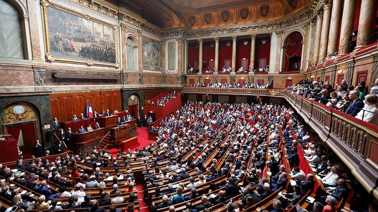Pendant les questions orales au gouvernement, qui sont retransmises à la télévision, des techniques sont mises en place pour permettre à certains de passer pour des députés assidus.