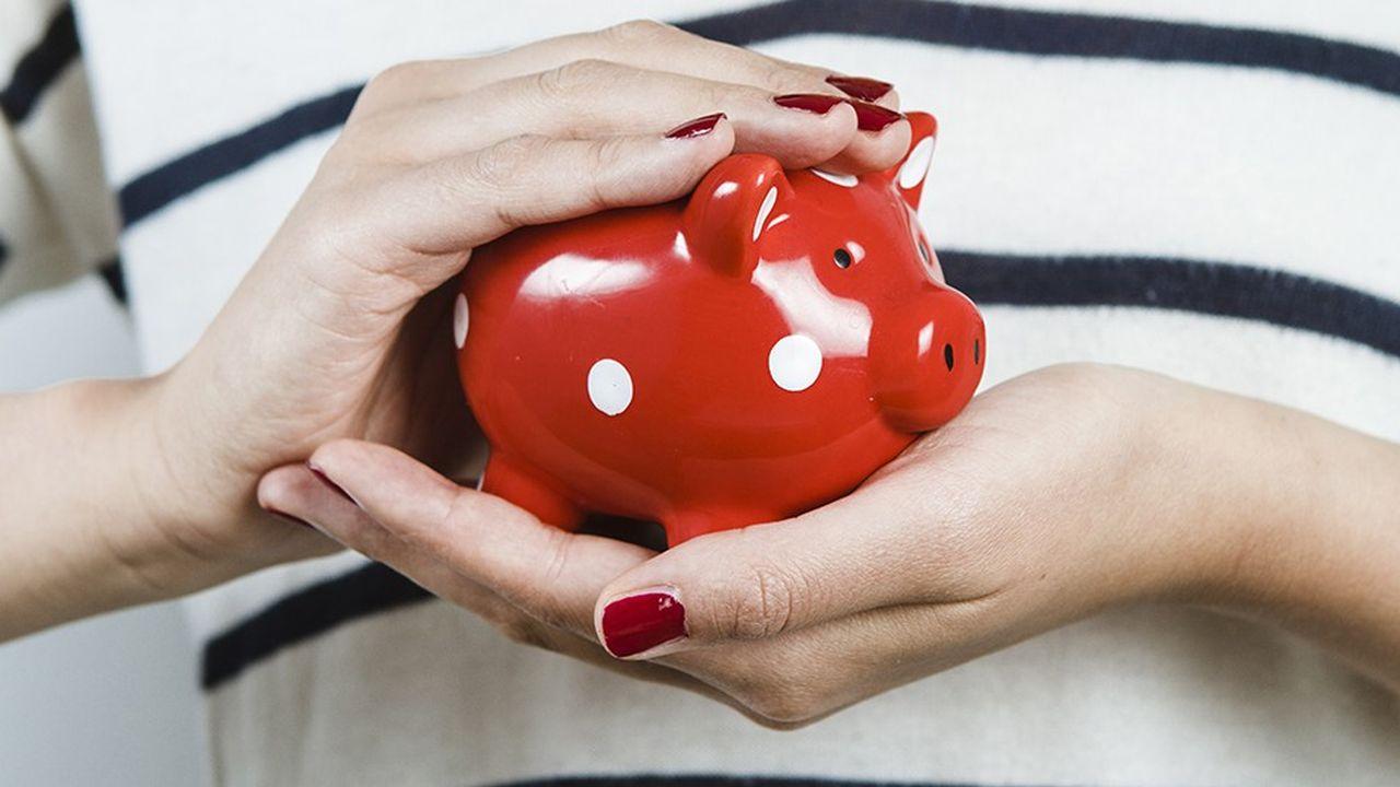 Malgré la hausse du pouvoir d'achat, les Français continuent d'épargner - plutôt que de consommer davantage - et restent très prudents dans leurs choix de placement.