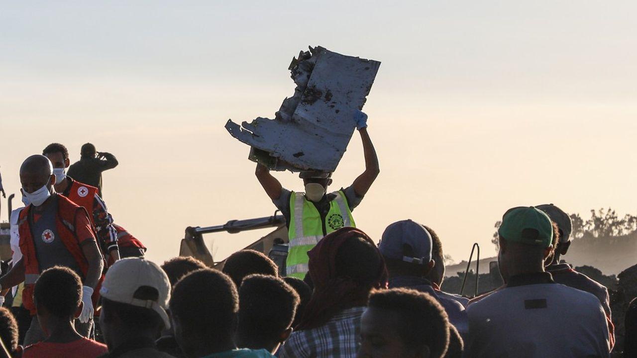 Après deux crashes en cinq mois, des familles de victimes portent plainte contre Boeing.