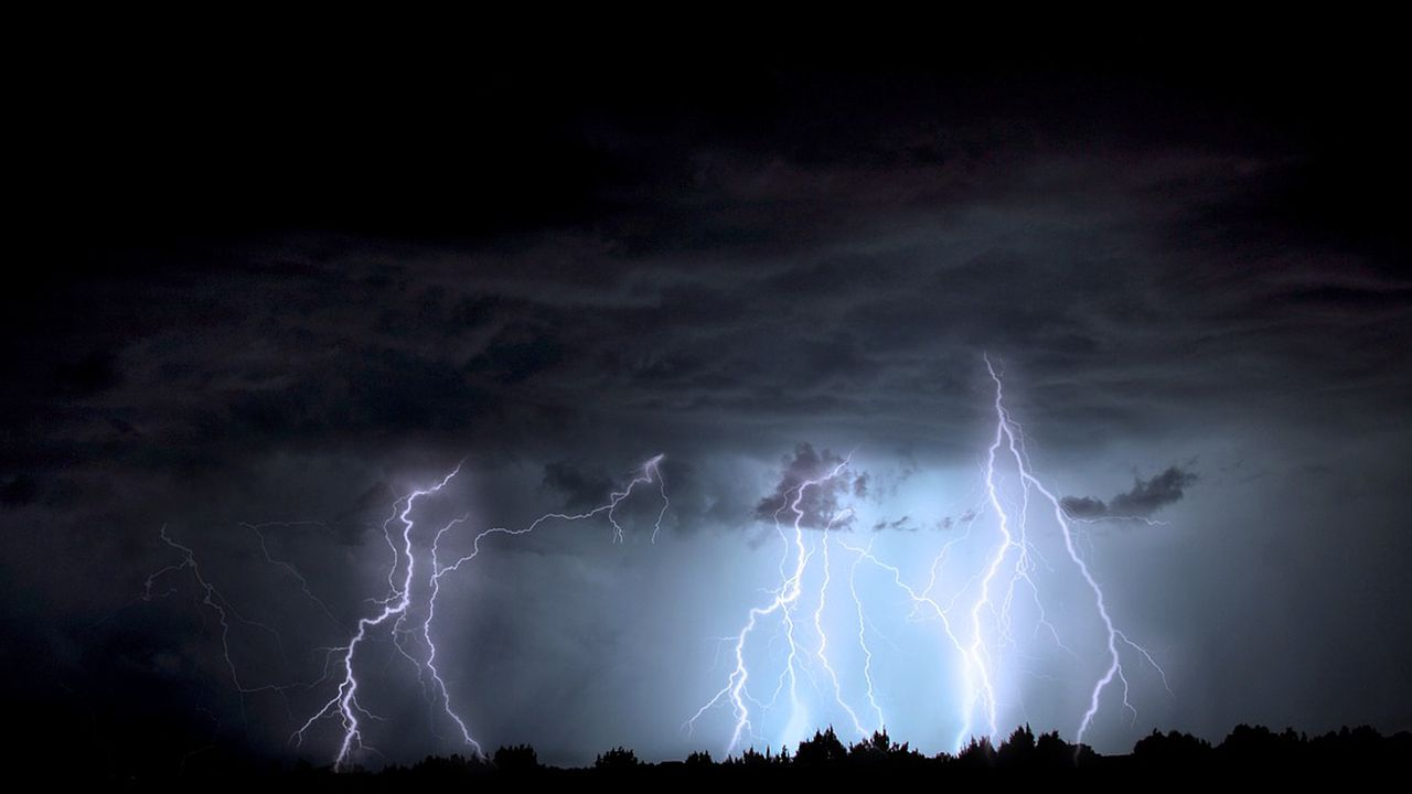 lightning-1158027_1280.jpg