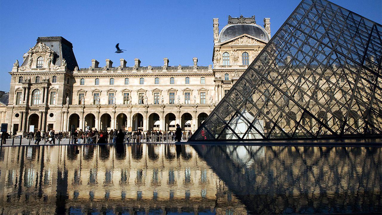 b78e192d_1-Pyramide-Louvre-Pano-AFP.jpg