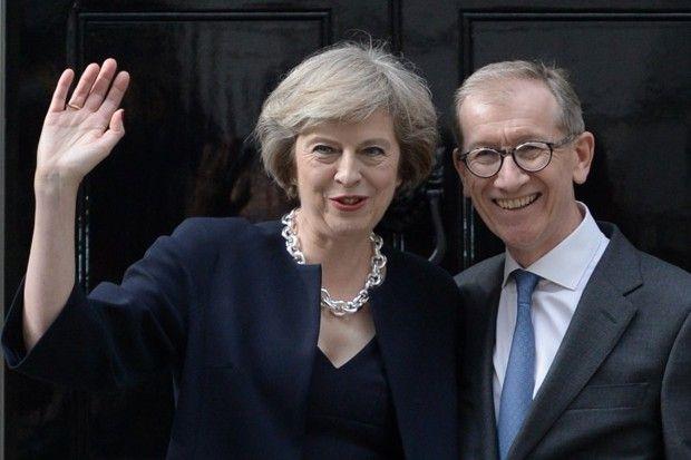 Theresa May et son mari Philip John devant le 10 Downing Street le jour de sa nomination le 13 juillet 2016