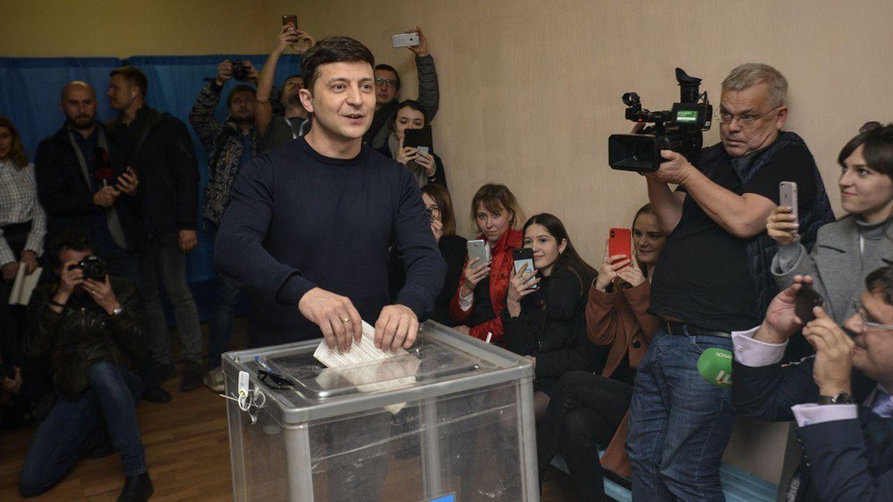 Volodymyr Zelensky est crédité de treize points de plus que le président sortant Porochenko