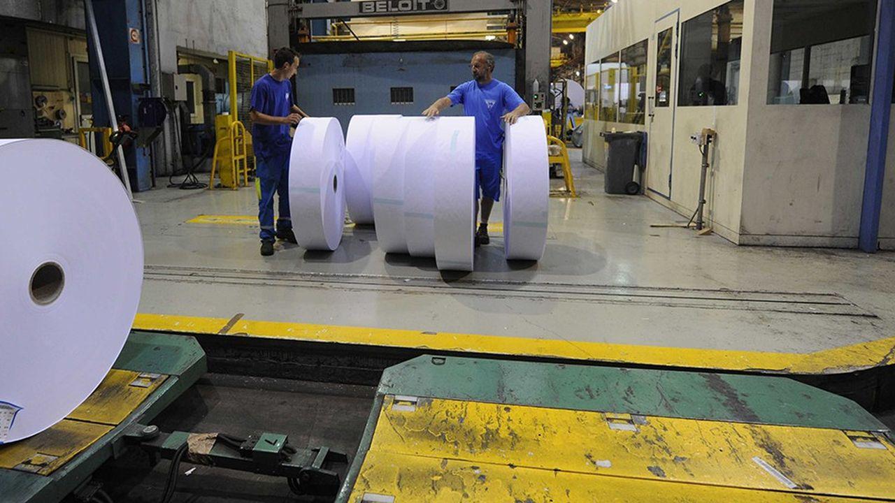Site de production de Clairefontaine. L'industrie du papier-carton emploie 12.500personnes en France et génère un chiffre d'affaires de 5,3milliards d'euros.