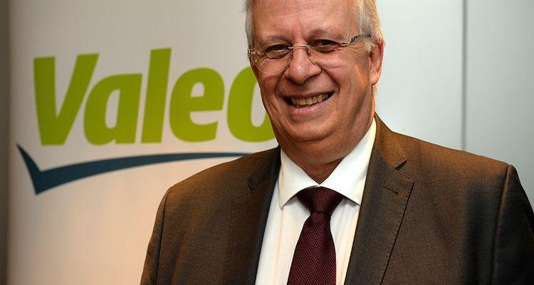 Malgré la dégringolade du cours de Bourse, le PDG de Valeo, Jacques Aschenbroich, est confiant dans les perspectives de l'équipementier auto.