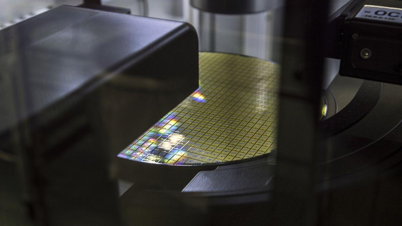 Les ingénieurs de STMicroelectronics ont appris à Catane (Sicile) à fabriquer des puces électroniques pas plus grandes qu'un ongle d'enfant sur du carbure de silicium.