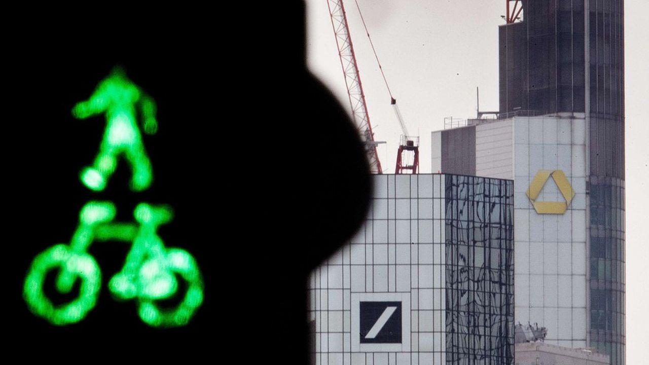 Commerzbank et Deutsche Bank discutent officiellement depuis mi-mars d'une éventuelle fusion.