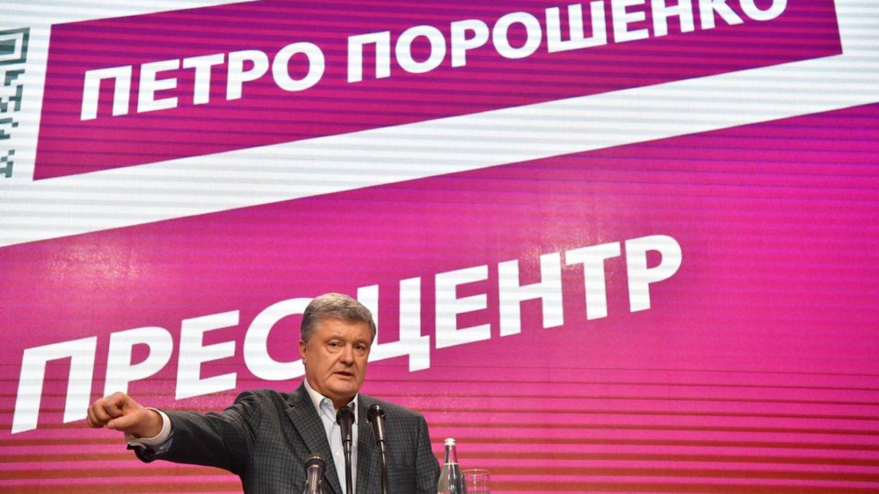 Le président ukrainien sortant entame la campagne du second tour avec 13 points de retard sur son challenger, l'humoriste novice en politique Volodymyr Zélensky.