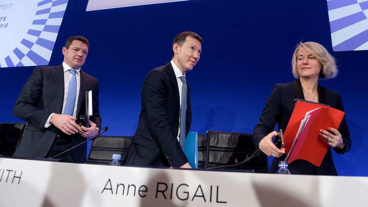 Anne Rigail commence à sortir de l'ombre de Benjamin Smith, le patron canadien d'Air France-KLM (au centre). Sa mission: faire d'Air France une compagnie aussi performante et rentable que sa cousine néerlandaise KLM, dirigée par Pieter Elbers (à gauche).