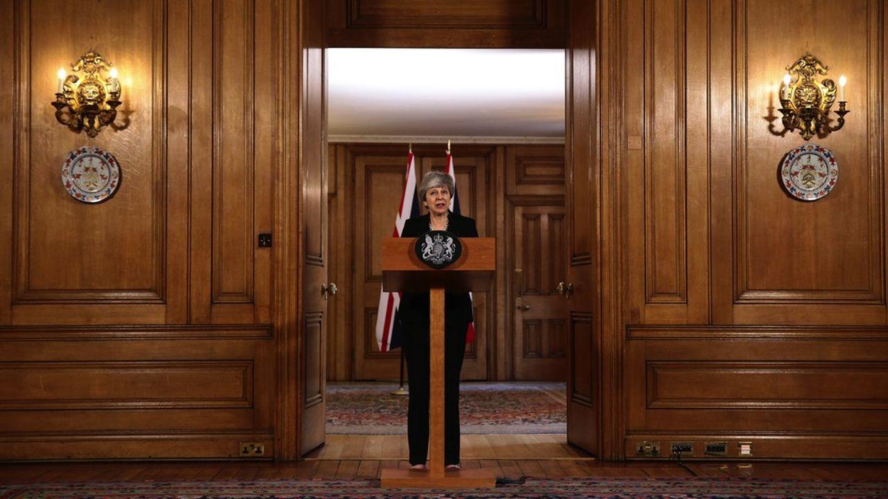 A l'issue d'un des conseils des ministres les plus longs qu'ait jamais connu le Royaume-Uni, Theresa May a indiqué avoir accepté de faire un geste en direction du leader de l'opposition Jeremy Corbyn.