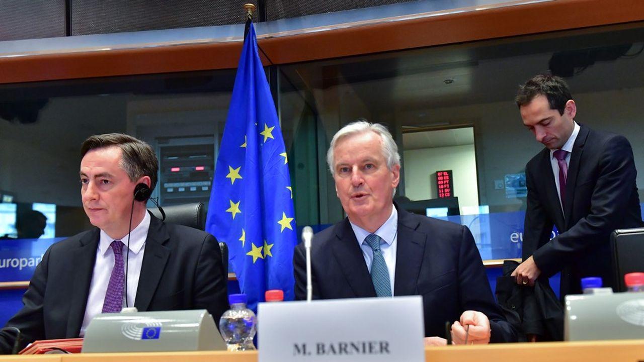 Le présidentde la Commission des Affaires étrangères au Parlement européen, le député allemand David McAllister (à gauche),- aux côtés du négociateur européen du Brexit, Michel Barnier.