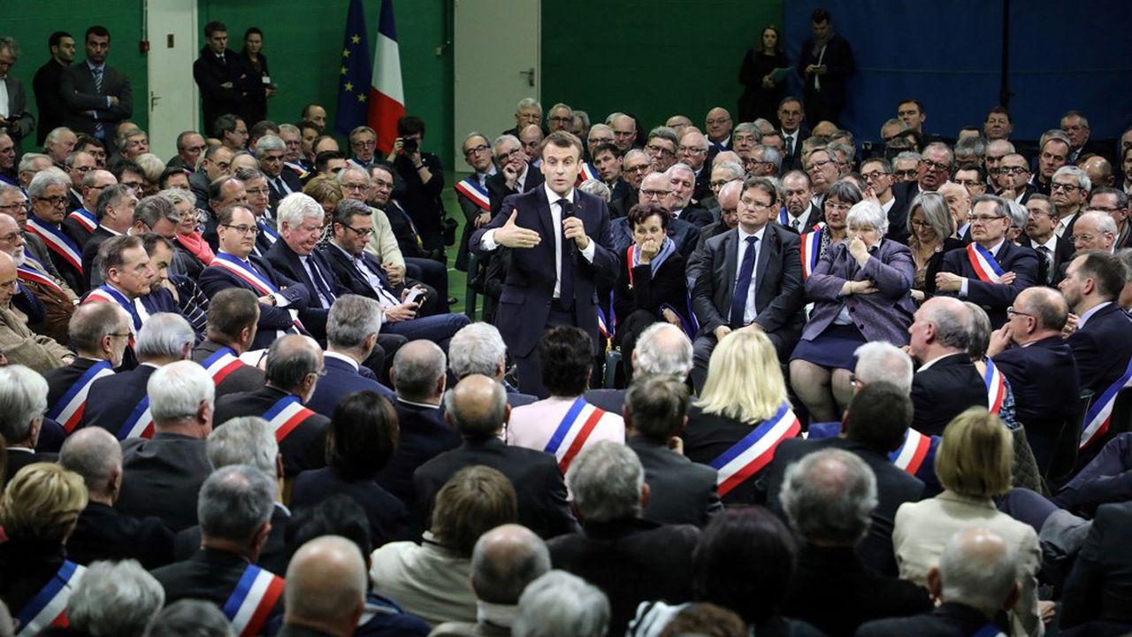 Emmanuel Macron à Grand Bourgtheroulde, en Normandie, lors du lancement du grand débat et de son marathon de rencontres avec les élus dans les régions.