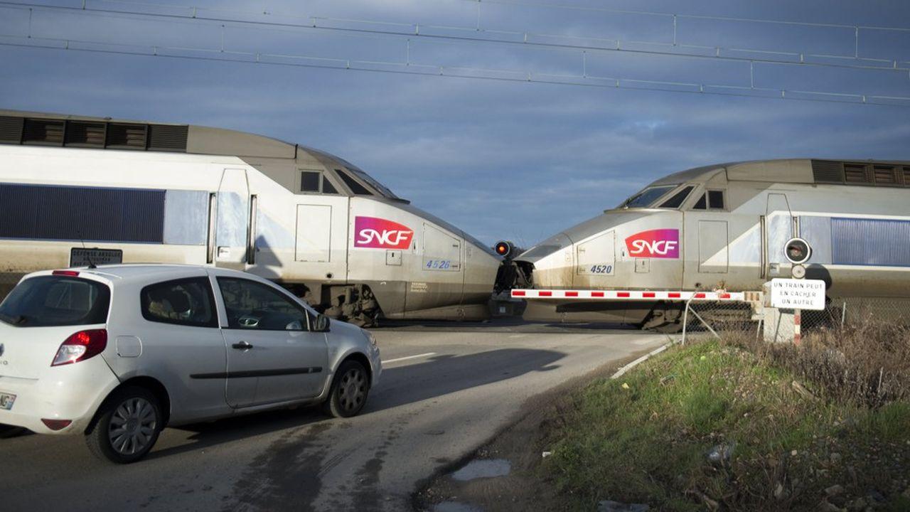 Le gouvernement a promis de remettre à plat le montant des péages ferroviaires que doivent acquitter les TGV pour circuler sur le réseau. Mais le passage à la pratique prend plus de temps que prévu.
