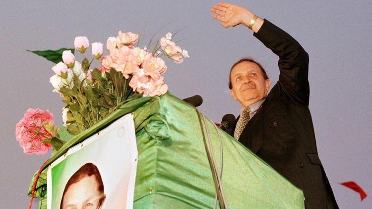 Abdelaziz Bouteflika, lors de sa première campagne présidentielle en avril 1999 à Adrar