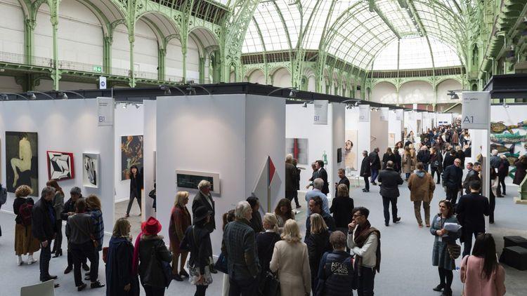 Une place de choix est réservée à la Paris Art Fair sous la nef du Grand Palais pour les galeries françaises.