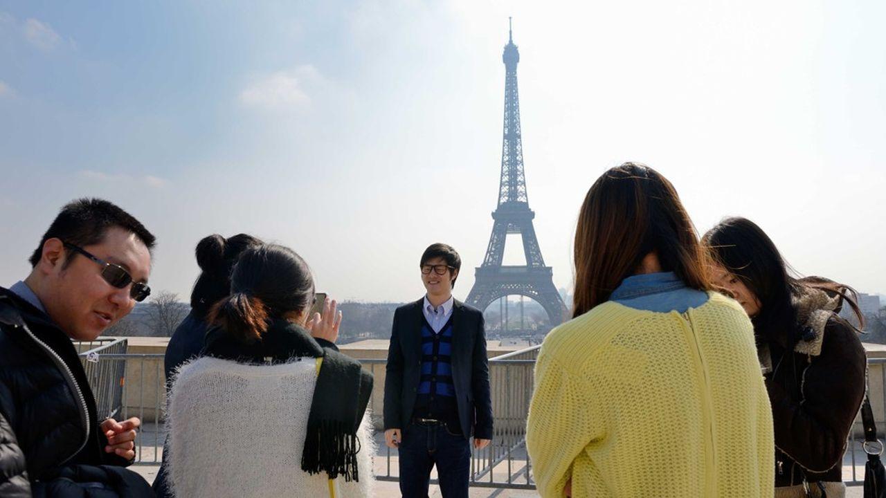 FRANCE-TOURISM-CHINALes touristes chinois aiment préparer leur voyage en amont. La RATP les y aide en leur proposant désormais d'acheter leurs titres de transport depuis la Chine via WeChat.