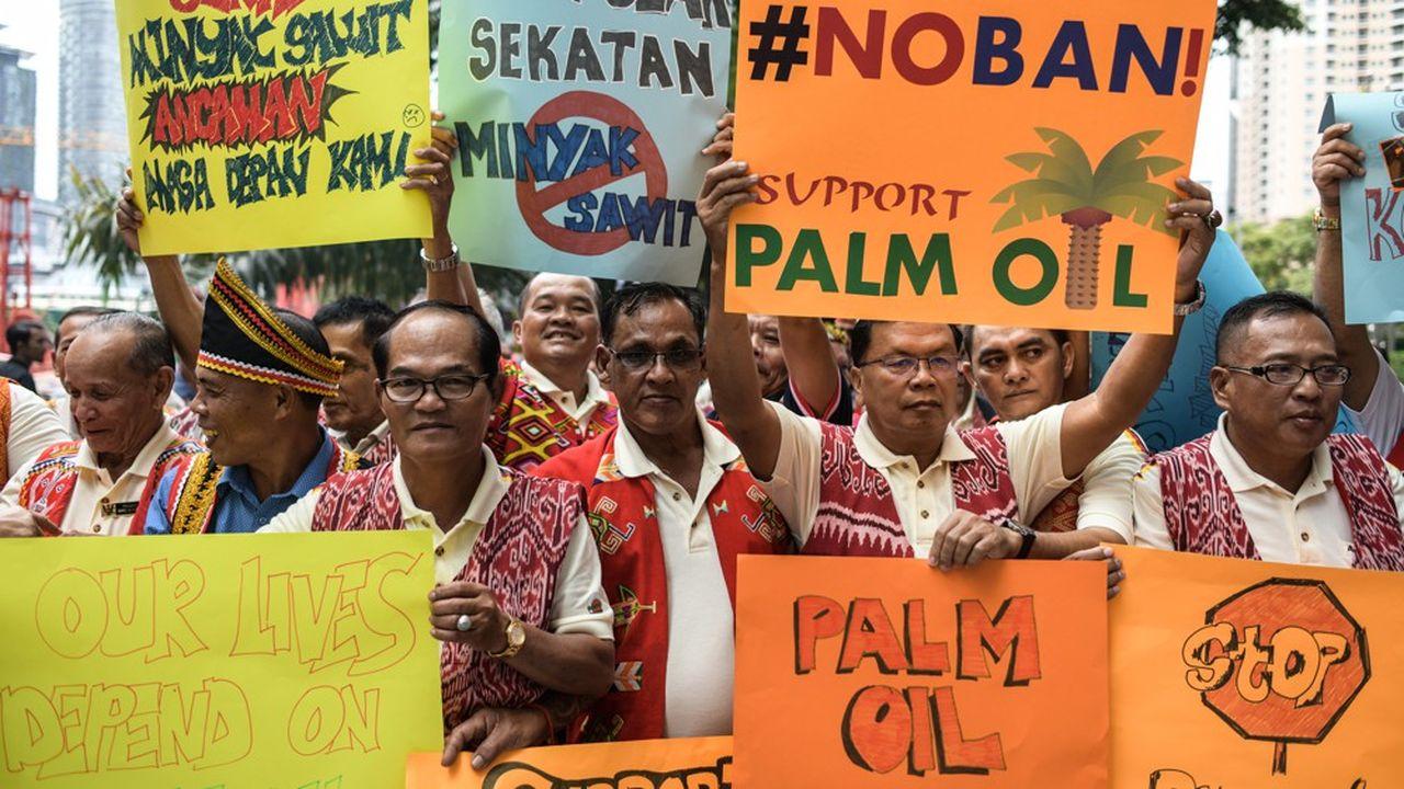 Des fermiers malaisiens manifestent en janvier 2018 à Kuala Lumpur contre une campagne de l'Union européenne visant à interdire l'huile de palme dans les biocarburants.