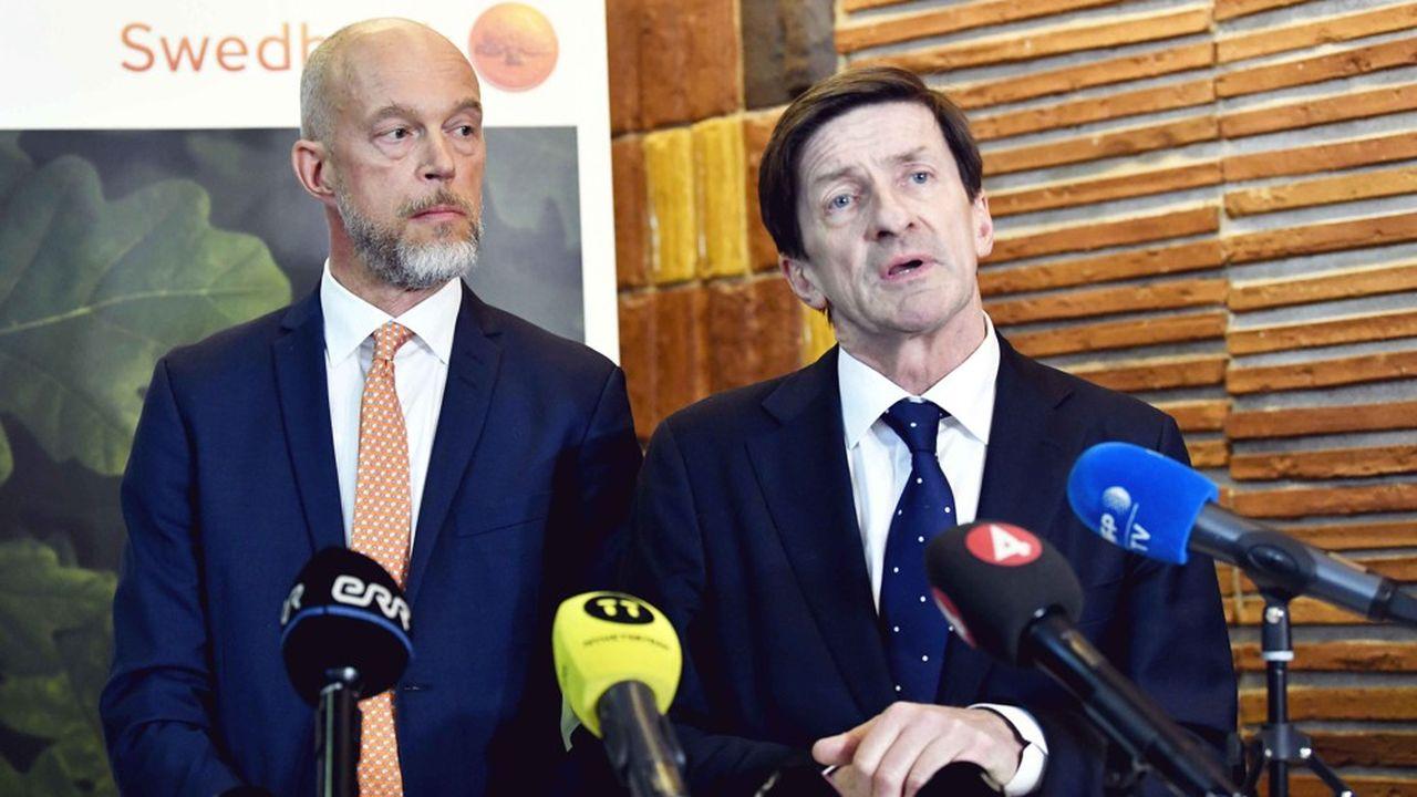 Swedbank (Lars Idermark, à droite) fait l'objet de plusieurs enquêtes en Suède, dans les pays baltes et aux Etats-Unis, dans différentes affaires de blanchiment présumé