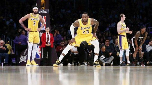 L'équipe de basket des Lakers a encore raté sa saison, malgré l'arrivée de LeBron James (numéro 23) cet automne.