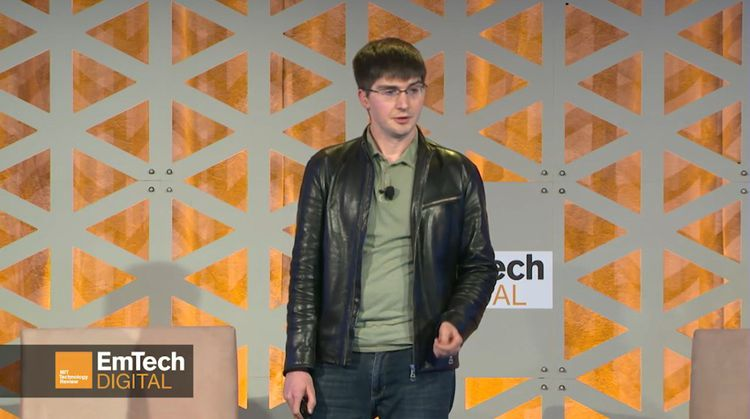 Ian Goodfellow en mars2018, lorsqu'il faisait partie de l'équipe de chercheurs de Google Brain, lors d'une conférence du MIT.