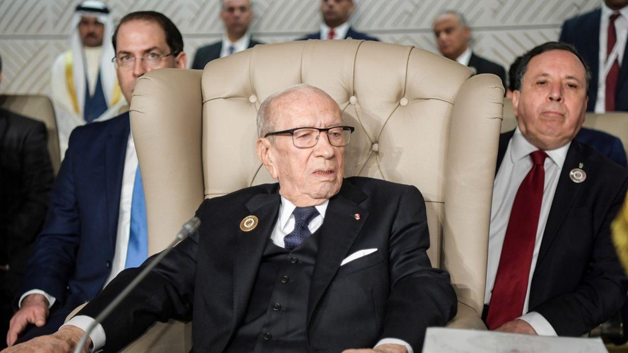 Le discours deBeji Caid Essebsi intervient quatre jours après l'annonce de la démission du président algérien Abdelaziz Bouteflika après un mois et demi de manifestations en Algérie.