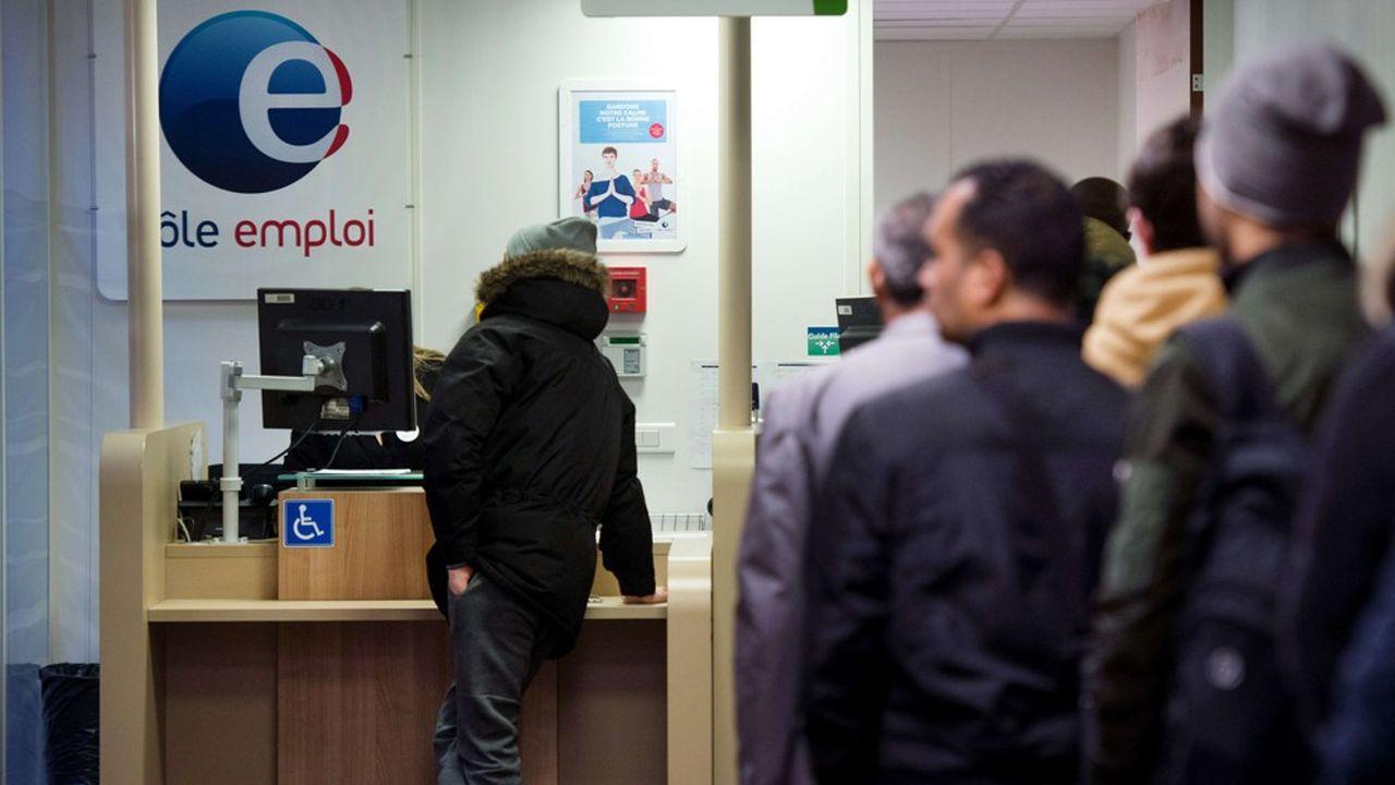 Ministère du Travail et syndicats s'opposent frontalement sur l'efficacité des règles d'indemnisation de l'assurance-chômage.