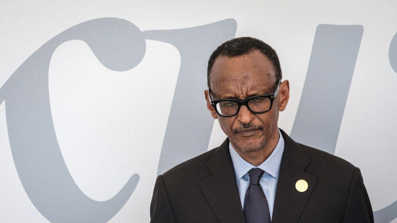 Le président Paul Kagame, vingt-cinq ans après le génocide au Rwanda, se recueille dimanche 7avril devant le mémorial à Kigali, inaugurant une période de 100 jours de deuil national.