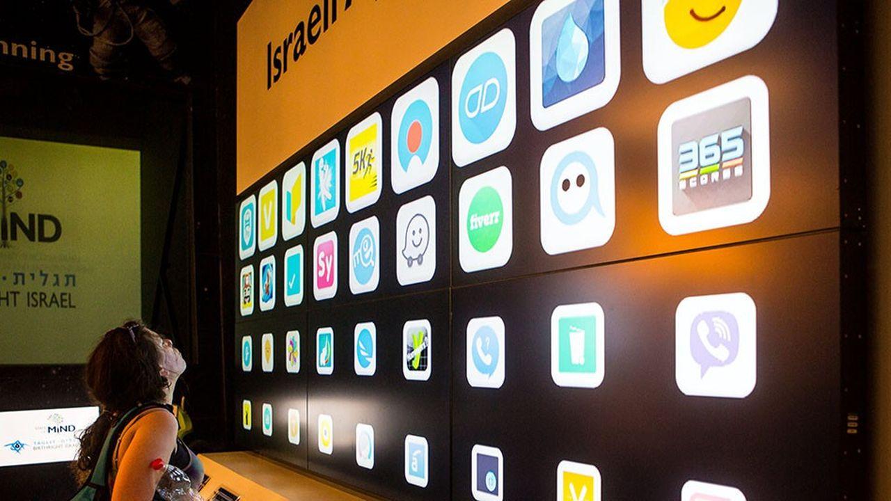 Le mur des «start-up» dans le centre Taglit de l'innovation montre un échantillon des entreprises créées en Israël sur des créneaux de haute technologie.
