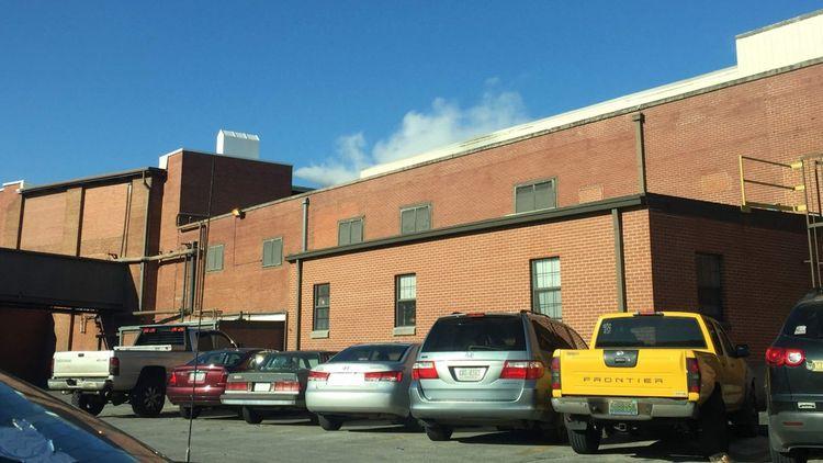 L'usine de Mount Vernon Mills, qui s'étend sur une dizaine d'hectares, recrache ses fumées 24 heures sur 24.