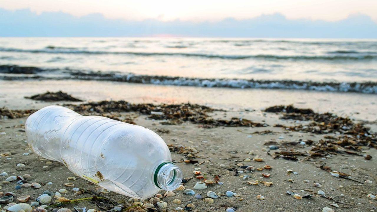 La pollution sur une plage de Bari, en mars2019