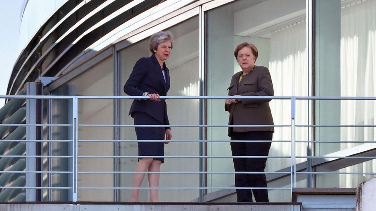 Theresa May et Angela Merkel, mardi 9avril, à Berlin.