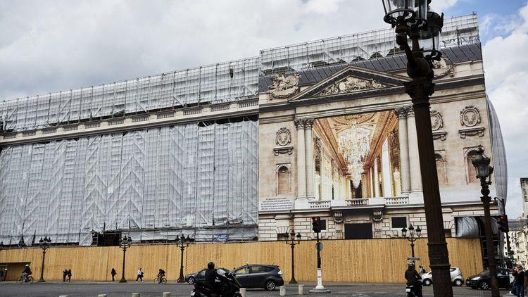 Place de la Concorde, les bâches publicitaires ont apporté 8millions d'euros au financement des travaux de restauration.