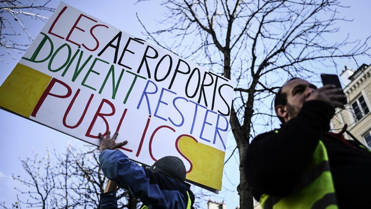La cession des parts détenues par l'Etat (50,63%) dans Aéroports de Paris, prévue par la loi Pacte, a aussi bien suscité les foudres des «gilets» jaunes que de l'opposition.