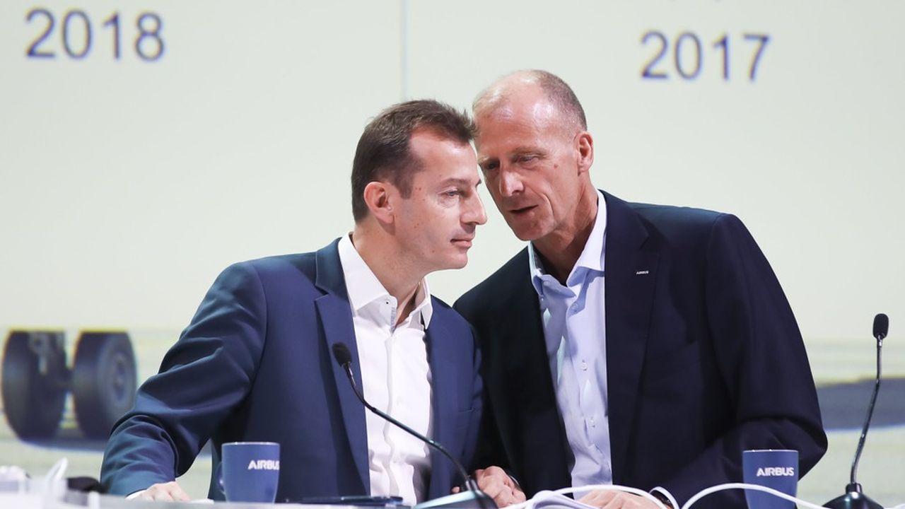 Dans le cadre des enquêtes anticorruption visant Airbus, son patron, Tom Enders (à droite) assure en octobre 2017 qu'il ne « s'accrochera pas ». Une nouvelle direction, loin de tout soupçon sur les affaires soumises à la justice, prend la suite.