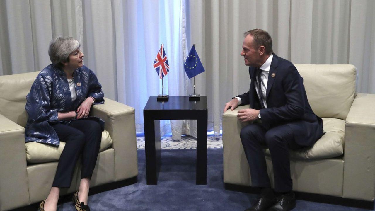 Theresa May souhaite garder l'option de partir le 22mai, tandis que Donald Tusk avance l'idée d'une «prolongation flexible, qui ne durerait que le temps nécessaire et pas plus d'un an»