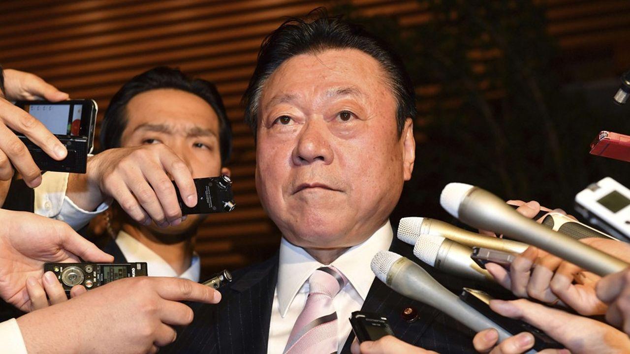 L'exécutif avait jusqu'ici fait preuve d'une grande tolérance vis-à-vis du responsable, nommé pour flatter l'un des courants clés au sein du LDP