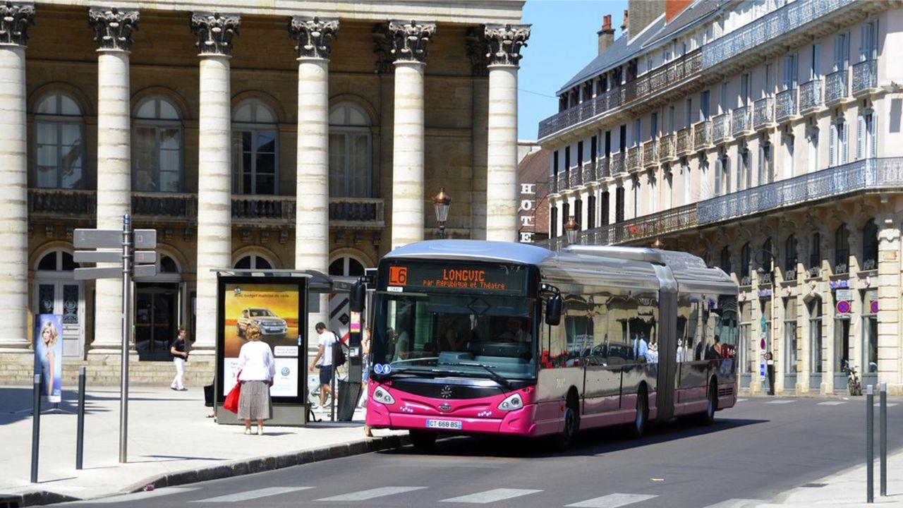 L'opérateur Keolis est en charge des deux lignes de tramway et des 20 lignes de bus, mais également d'un service de transport à la demande et des vélos en libre-service. Surtout, l'opérateur s'occupe également des 10 parcs de stationnement en ouvrage, du stationnement en voirie, et de la fourrière.