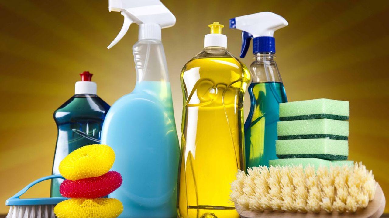 Les nettoyants pour vitres du commerce «spécial grandes surfaces vitrées» laissent cinq fois plus de COV dans l'air que leurs équivalents artisanaux, selon l'étude