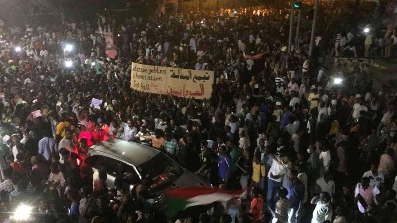 Selon des sources officielles, en tout, 49 personnes sont mortes dans des violences liées aux manifestations depuis que ces rassemblements ont commencé en décembre.