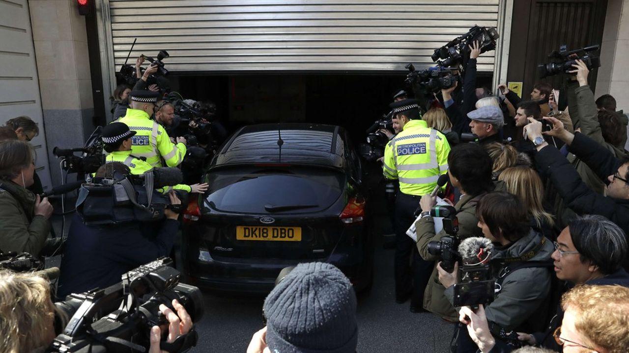 L'Australien a été placé en garde à vue dans un commissariat londonien et sera «présenté au tribunal de Westminster dès que possible», a indiqué ce jeudi Scotland Yard.