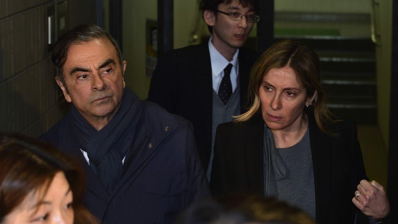 L'épouse de l'ancien président de l'alliance Renault - Nissan - Mitsubishi Motors est revenue mercredi à Tokyo pour se présenter librement, jeudi après-midi, en tant que témoin et avec ses avocats, à un entretien avec les procureurs et des juges.