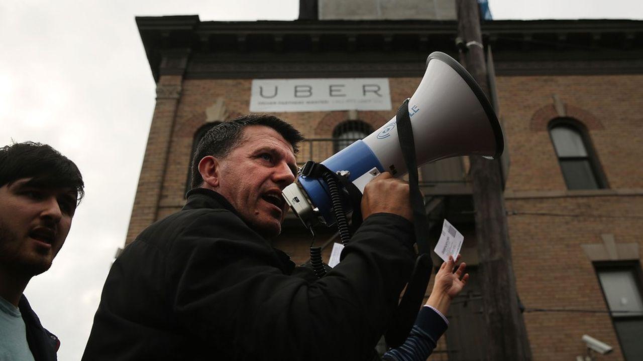 Comme ici à New York, Uber a régulièrement maille à partir avec les chauffeurs pour des questions de rémunération ou de statut. Et la perspective de se passer de conducteur grâce à la voiture autonome n'est pas d'actualité.