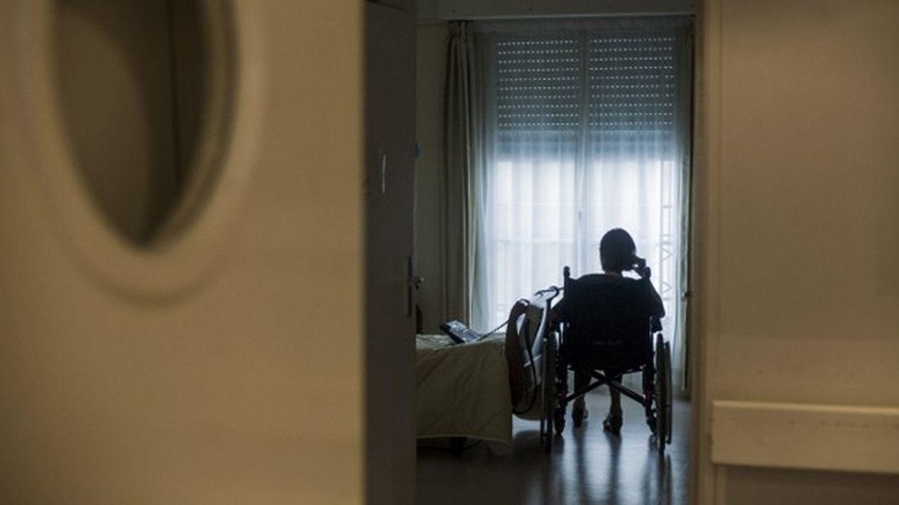 Le gouvernement cherche 10milliards d'euros pour mener la réforme de la dépendance des personnes âgées.