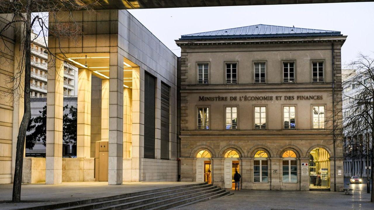 Bercy table sur une diminution de la charge d'intérêt de l'endettement public de plus de 40milliards d'euros l'an dernier à 37milliards en 2020.